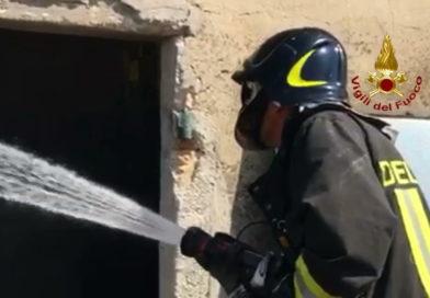 VIGILI DEL FUOCO, incendio a Jesi per un generatore elettrico