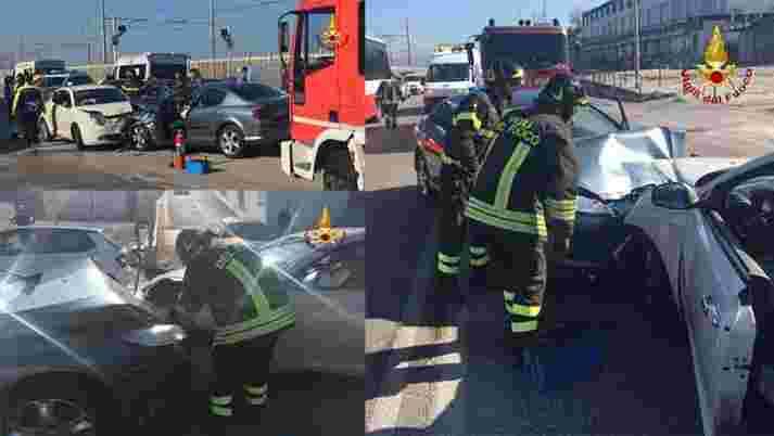 VIGILI DEL FUOCO INCIDENTE STRADALE quattro persone ferite