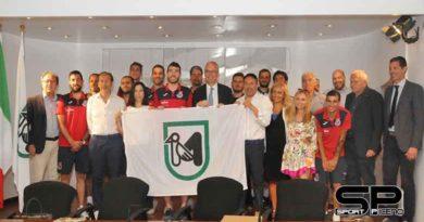 Il presidente Ceriscioli premia l'ItalService di Pesaro, campione d'Italia di calcio a 5