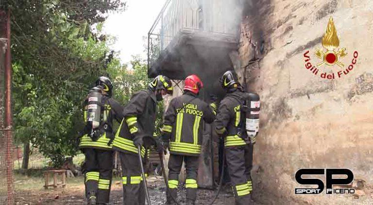 Vigili del Fuoco.  incendio casolare a Camerano di Ancona in via Camillo Benso Conte di Cavour