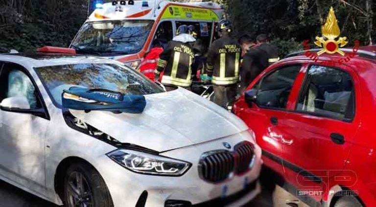 i vigili del fuoco sono intervenuti a Osimo di Ancona in via Sbrozzola per incidente stradale.