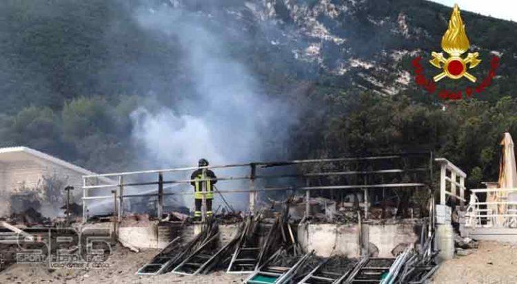 Vigili del fuoco – Portonovo, incendio stabilimento balneare