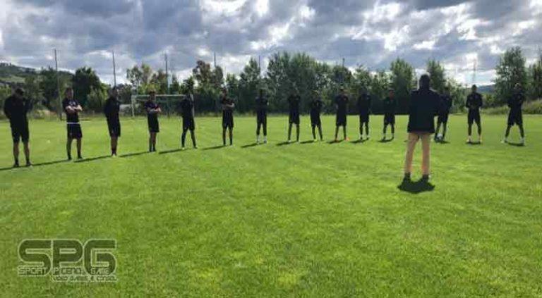 Ascoli Calcio, seduta di forza e tattica. Il Presidente Neri al campo.