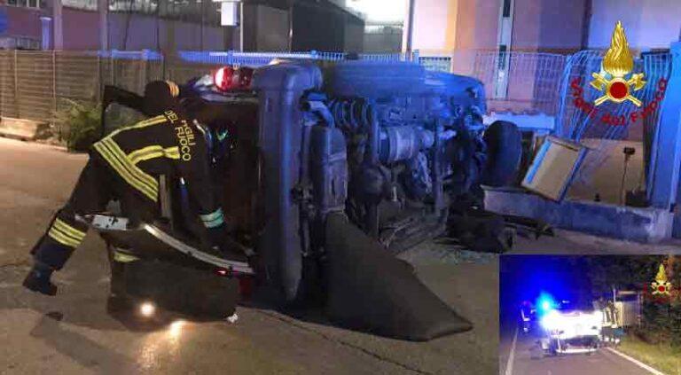 Vigili del fuoco, Ancona per due incidenti stradali